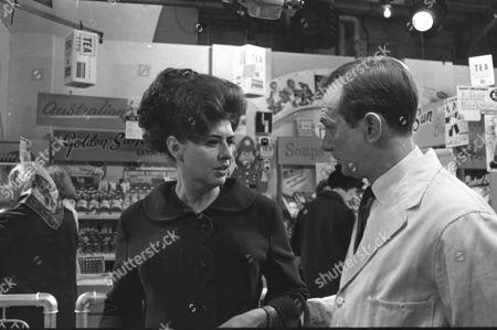 Pat Phoenix (as Elsie Tanner) and Geoffrey Matthews as Neil Crossley