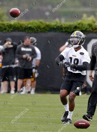 Pittsburgh Steelers 2019 third round draft pick wide receiver Dontae Johnson (18) goes through drills during NFL football rookie camp, in Pittsburgh
