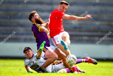 Wexford vs Louth. Louth's Andy McDonnell shoots under pressure from Wexford's Conor Carty and Matt Doyle