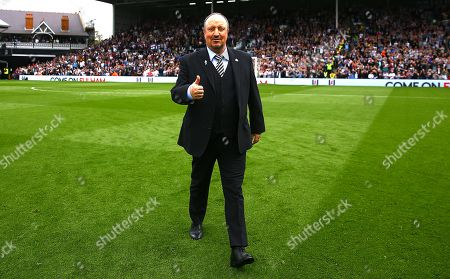 Newcastle United manager Rafa Benitez gives a thumbs up before kick off