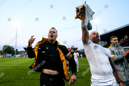 Newport County manager Michael Flynn and David Pipe of Newport County celebrate after winning through to the Sky Bet League Two Playoff Final