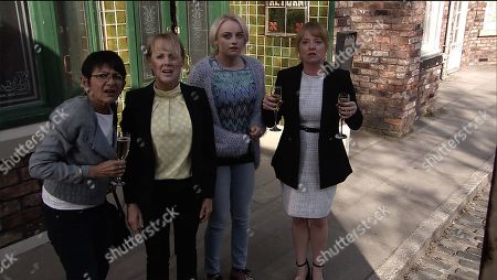 Ep 9780 Monday 27th May 2019 ally Metclafe, as played by Sally Dynevor, Jenny Connor, as played by Sally Ann Matthews, Sinead Tinker, as played by Katie McGlynn, and Yasmeen Nazir, as played by Shelley King, excitedly take ownership of a beautiful racehorse. After a celebratory drink, the women head outside to admire their new horse only to find it's been replaced by an old nag. Sally realises they?ve been had.