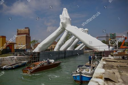 Arsenale, 'Building Bridges' by Lorenzo Quinn