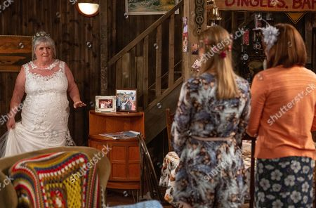 Ep 8485 Thursday 23rd May 2019 - 1st Ed The day of the wedding soon arrives and Lisa Dingle, as played by Jane Cox, comes downstairs in her wedding dress.