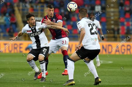 Parma's Matteo Scozzarella (L) and Bologna's Blerim Dzemaili (C) in action during the Italian Serie A soccer match between Bologna FC and Parma at 'Dall'Ara' stadium in Bologna, Italy, 13 May 2019.