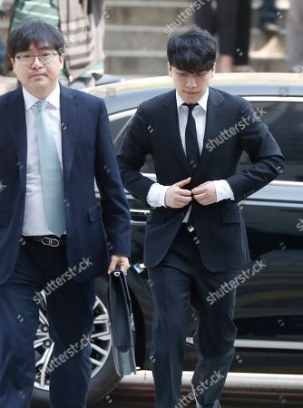 South Korean singer-songwriter Lee Seung-hyun (R), also known by his stage name, Seungri, who is a member of group Big Bang, arrives at the Seoul District Court in Seoul, South Korea, 14 May 2019. Lee Seung-hyun attended a hearing on charges that he embezzled money from a Seoul night club embroiled in a drug and sex scandal.