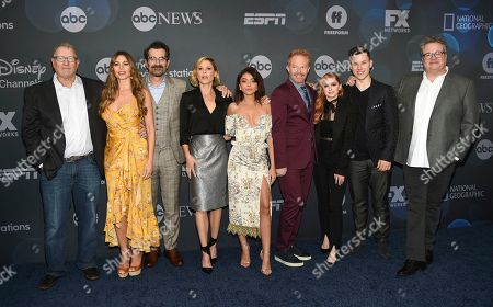 "Ed O'Neill, Sofia Vergara, Ty Burrell, Julie Bowen, Sarah Hyland, Jesse Tyler Ferguson, Ariel Winter, Nolan Gould, Eric Stonestreet. Modern Family"" cast members, from left, Ed O'Neill, Sofia Vergara, Ty Burrell, Julie Bowen, Sarah Hyland, Jesse Tyler Ferguson, Ariel Winter, Nolan Gould and Eric Stonestreet pose together at the Walt Disney Television 2019 upfront at Tavern on The Green, in New York"