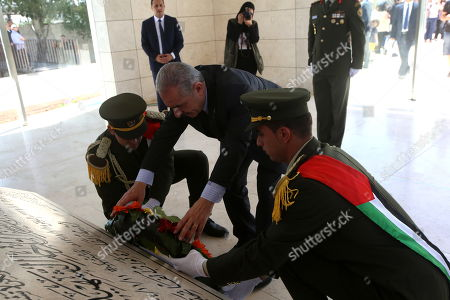 Palestinian Prime Minister Mohammad Shtayyeh (C) prepares to lay a wreath at late Palestinian leader Yasser Arafat grave during a rally marking the 71st anniversary of the Palestinian Nakba, in the west bank city of Ramallah, 15 May 2019. Nakba Day, or Day of the Catastrophe, which is marked on 15 May to commemorate the expulsion of more than 700,000 Palestinians from their land in the war surrounding the establishment of the state of Israel.