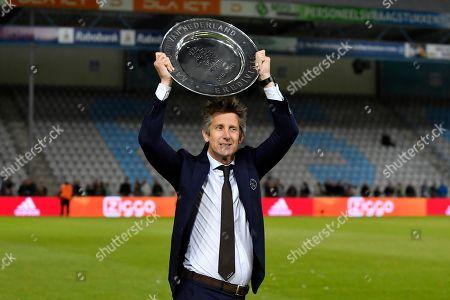 Edwin van der Sar with the trophy