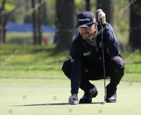 Jimmy Walker of the US lines up his putt on the ninth hole during the first round of the 2019 PGA Championship at Bethpage Black in Farmingdale, New York, USA, 16 May 2019. The Championship runs from 16-19 May.