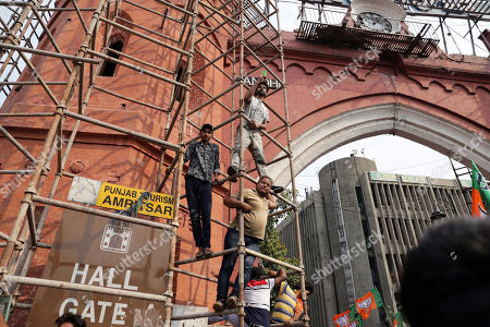 Indian people climb up a scaffolding to get a glimpse of Bollywood actor and Bharatiya Janata Party (BJP) and Shiromani Akali Dal's (SAD) joint candidate from Gurdaspur, Sunny Deol (unseen) during an election campaign road show for Union Minister, Hardeep Puri (unseen), BJP-SAD candidate for the Amritsar Lok Sabha seat, in Amritsar, India, 16 May 2019. The Indian state of Punjab will go to the polls on 19 May 2019 for the seventh and last phase of the Indian general elections. India's general elections will decide the 545-member seats in the lower house of parliament.