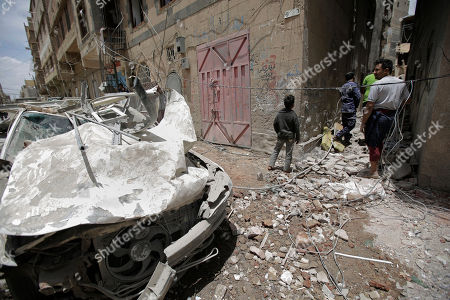 Stock Image of People inspect the site of an airstrike by Saudi-led coalition in Sanaa, Yemen, Thursday, May, 16, 2019. Yemen's human rights minister says heavy fighting is underway in the country's south as rebel Houthis push to gain more territory from government forces and their allies. The clashes come as the Saudi-led coalition carried out airstrikes on the capital, Sanaa, earlier on Thursday, targeting the Houthis and killing at least three civilians