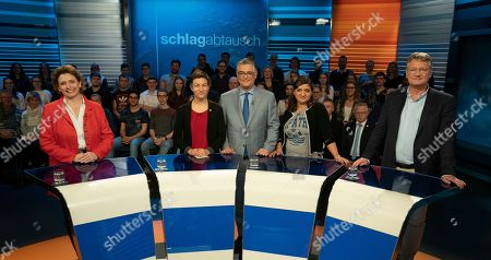 (L-R) Nicola Beer of Free Democratic Party (FDP), Ska Keller of The Greens party, German journalist Matthias Fornoff, Oezlem Demirel of The Left party and Joerg Meuthen of the right-wing populist party Alternative for Germany (AfD) pose ahead of a debate of German top candidates for European Parliament elections in German TV in Berlin, Germany, 16 May 2019. The elections to the European Parliament take place between 23 and 26 May 2019.