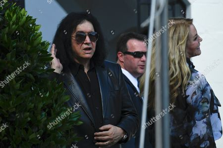Gene Simmons, Shannon Tweed. Gene Simmons, left, tries to hear a question from a reporter and he and his wife Shannon Tweed, right, watch the departure of President Donald Trump on Marine One on the South Lawn of the White House in Washington, . Trump is heading the New York for a campaign events