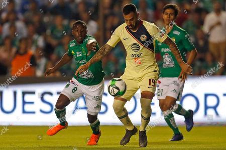 America's Victor Aguilera, center, tries control the ball pressures by Leon's Joel Campbell, left, during the Mexico Soccer league semi-final first leg match at La Corregidora stadium in Queretaro, Mexico