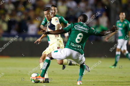 America's Andres Uribe, left, is pressures by Leon's Joel Campbell during the Mexico Soccer league semi-final first leg match at La Corregidora stadium in Queretaro, Mexico