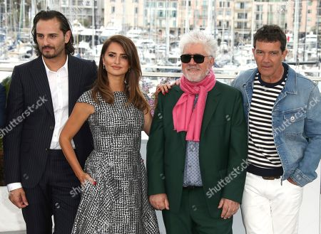 Asier Etxeandia, Penelope Cruz, Pedro Almodovar, Antonio Banderas. Actors Asier Etxeandia, Penelope Cruz, director Pedro Almodovar and actor Antonio Banderas pose for photographers at the photo call for the film 'Pain and Glory' at the 72nd international film festival, Cannes, southern France