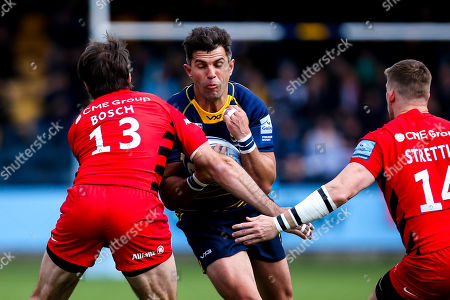 Wynand Olivier of Worcester Warriors takes on Marcelo Bosch of Saracens