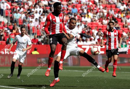 Sevilla FC's Gabriel Mercado (R) in action against Athletic Bilbao's Inaki Williams (L) during the Spanish LaLiga soccer match between Sevilla FC and Athletic Bilbao at the Sanchez Pizjuan stadium in Seville, southern Spain, 18 May 2019.
