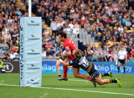 Saracens' Marcelo Bosch scores his sides second try