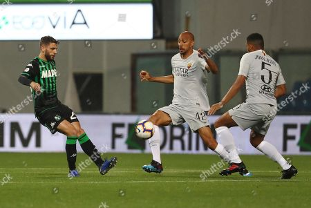 Sassuolo's Domenico Berardi (L) contrastated by Roma's Steven Nzonzi (C) and Juan Jesus during the Italian Serie A soccer match US Sassuolo vs AS Roma at the Mapei stadium in Reggio Emilia, Italy, 18 May 2019.