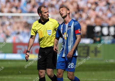 referee Referee Marco Fritz, Fabian Lustenberger    / Sport / Football / DFL Bundesliga  /  2018/2019 / 18.05.2019 / Hertha BSC Berlin vs. Bayer 04 Leverkusen / DFL regulations prohibit any use of photographs as image sequences and/or quasi-video. /