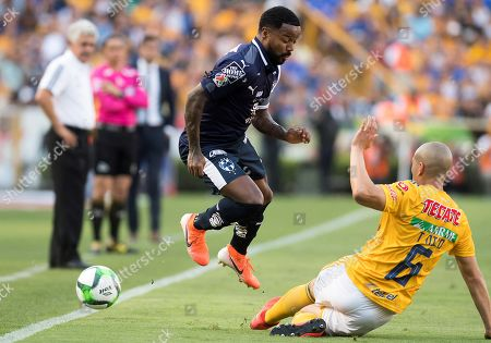 Jorge Torres (R) of Tigres vies for the ball with Dorlan Pabon (L) of Rayados de Monterrey during the second-leg match of the Torneo Clausura 2019 semi-final held at the Estadio Universitario in Monterrey, Mexico, 18 May 2019.