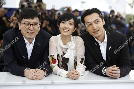 Diao Yinan, Taiwanese actress Gwei Lun Mei and Chinese actor Hu Ge pose during the photocall for 'Nan Fang Che Zhan De Ju Hui' (The Wild Goose Lake) at the 72nd annual Cannes Film Festival, in Cannes, France, 19 May 2019. The movie is presented in the Official Competition of the festival which runs from 14 to 25 May.