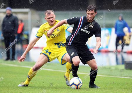 Chievo's Pawel Jaroszynski (L) in action against Sampdoria's Bartosz Bereszynski (R) during the Italian Serie A soccer match between AC Chievo Verona and UC Sampdoria in Verona, Italy, 19 May 2019.