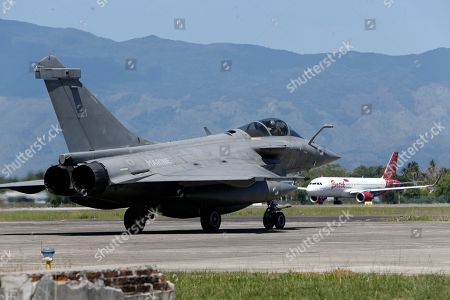 Rafale-type French Navy fighter takes off from Sultan Iskandar Muda Military Base at Aceh Besar, Indonesia, 20 May 2019. A total of seven French Navy Rafale-type fighters made an emergency landing at Sultan Iskandar Muda Military Base, Aceh Besar, Indonesia on 18 May 2019, due to bad weather. The emergency landing was carried out at the Aceh Besar base after the French fighters were taking part in an air exercise with French aircraft carrier Charles de Gaulle, which was reportedly covered in bad weather