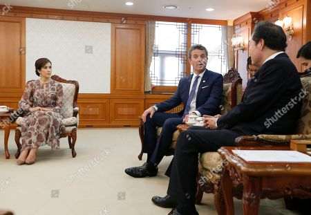 Crown Prince Frederik of Denmark (C) and his wife Crown Princess Mary (L) talk with South Korean Prime Minister Lee Nak-yeon (R) during their meeting at the government office in Seoul, South Korea, 20 May 2019. Crown Prince Frederik and his wife Crown Princess Mary arrived in South Korea on a three-day visit to celebrate 60 years of diplomatic relations between the two countries.