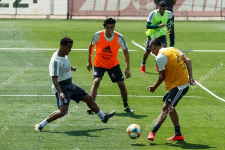 Players of Mexican national soccer team Giovani dos Santos (L), Erick Gutierrez (C) and Roberto Alvarado (R) take part in a training session in Mexico City, Mexico, 21 May 2019. Mexico will compete at Concacaf's Golf Cup from 15 June to 07 July 2019.