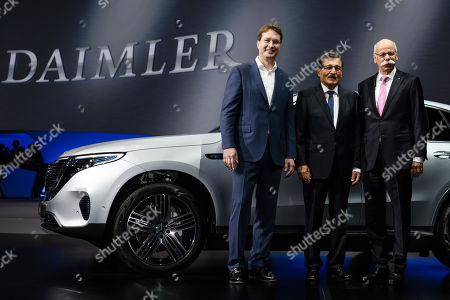 CEO of Mercedes-Benz Cars Dieter Zetsche (R), designated CEO of Mercedes-Benz Cars Cars Ola Kaellenius (L) and Chairman of the Supervisory Board of Daimler AG Manfred Bischoff (C) pose for photographers during the Daimler AG General Meeting in Berlin, Germany, 22 May 2019. The management and shareholders of the automotive engineering company Daimler AG gather in the German capital for the annual general meeting.