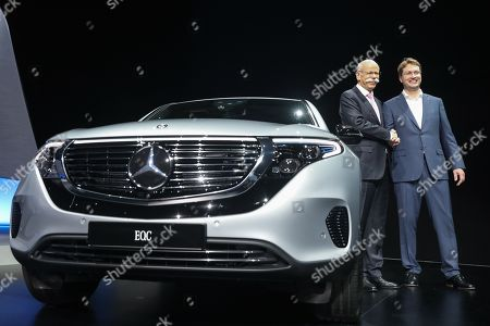 Daimler AG CEO Dieter Zetsche (L) and his successor Ola Kaellenius (R) during the Daimler AG General Meeting in Berlin, Germany, 22 May 2019. The management and shareholders of the automotive engineering company Daimler AG gather in the German capital for the annual general meeting.