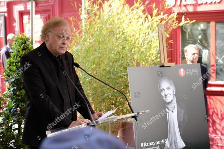 Erik Berchot, pianist who worked with Charles Aznavour, gave a speech at the tribute.