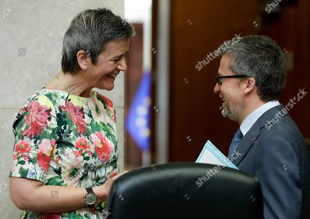 EU Commissioner for Competition Margrethe Vestager from Denmark (L) and Commissioner responsible for Research, Science and Innovation, Portuguese Carlos Moedas attend the weekly college meeting of the European Commission in Brussels, Belgium, 22 May 2019.
