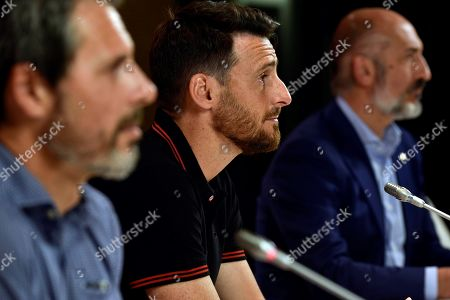 Athletic Bilbao's Spanish striker Aritz Aduriz (C) delivers a speech next to Athletic Bilbao's President Aitor Elizegi (R) and the club's Sports Director Rafa Alkorta (L) during his contract renewal signing ceremony in Bilbao, Basque Country, northern Spain, 22 May 2019. Aduriz renewed his contract for one more season.