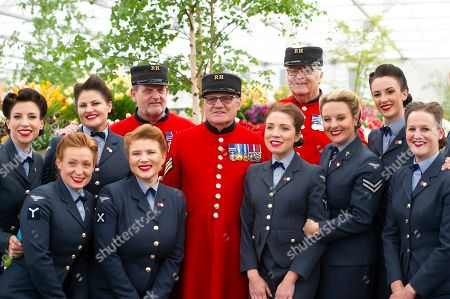 Chelsea Pensioners and the D-Day Darlings