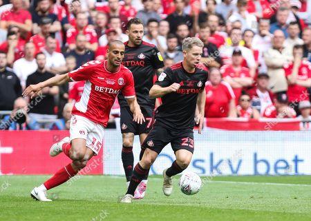 Grant Leadbitter of Sunderland with Darren Pratley of Charlton Athletic pressuring