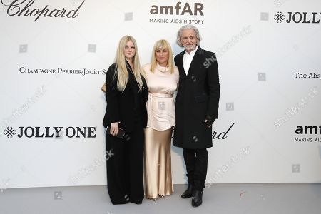 Patricia Arquette (C), with her daughter Harlow Olivia Calliope Jane (L) and Lambertz CEO Hermann Buehlbecker (R) attend the Cinema Against AIDS amfAR gala 2019 held at the Hotel du Cap, Eden Roc in Cap d'Antibes, France, 23 May 2019, within the scope of the 72nd annual Cannes Film Festival that runs from 14 to 25 May.