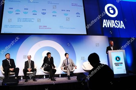 Left to right, Jun Tanaka (Managing Director, Brand Finance Japan), William Baber (Associate Professor, Kyoto University, Graduate School of Management), Tatsuro Utsugi (Value Designer, Intellectual Property Strategy Headquarters, Cabinet Office), Akira Misumatsu (Vice President, Global Marketing Department, Japan Airlines) and David Haigh (CEO, Brand Finance)