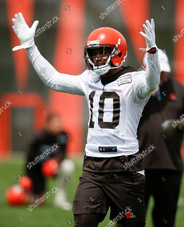 Cleveland Browns' Jaelen Strong reacts after a play during an NFL football organized team activity session at the team's training facility, in Berea, Ohio