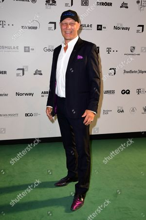 Former boxing champion Axel Schulz arrives for the Green Awards held on the occasion of the Green Festivals in Berlin, Germany, 24 May 2019.