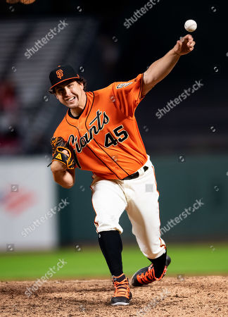 San Francisco Giants relief pitcher Derek Holland (45) delivers from the mound, during a MLB game between the Arizona Diamondbacks and the San Francisco Giants at Oracle Park in San Francisco, California