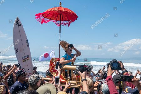 Australian Stephanie Gilmore (C) celebrates after winning the Women's finals of the Corona Bali Protected surfing event as part of the 2019 World Surf League in Keramas, Bali, Indonesia, 25 May 2019.