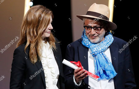 Palestine director Elia Suleiman (R) accepts the Special Mention Prize for 'It Must Be Heaven' from French actress Chiara Mastroianni (L) during the Closing Awards Ceremony of the 72nd Cannes Film Festival, in Cannes, France, 25 May 2019. The Golden Palm winning movie will be screened after the closing ceremony.