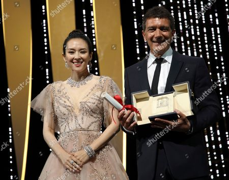 Antonio Banderas, Zhang Ziyi. Actor Antonio Banderas, right, holds the best actor award for the film 'Pain and Glory' he received from actress Zhang Ziyi during the awards ceremony at the 72nd international film festival, Cannes, southern France