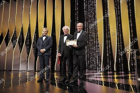Viggo Mortensen Jean-Pierre Dardenne and Luc Dardenne, winners of the Best Director award for their film 'Le Jeune Ahmed' on stage with Viggo Mortensen