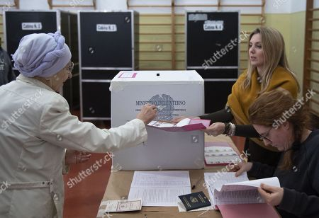 Emma Bonino (L), leader of the More Europe party, casts her ballot at a polling station during the European elections in Rome, Italy, 26 May 2019. The European Parliament election is being held by member countries of the European Union (EU) from 23 to 26 May 2019.