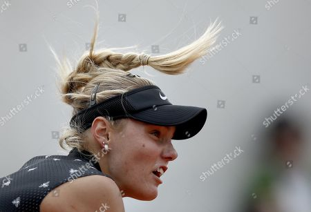 Sofya Zhuk of Russia plays Laura Siegemund of Germany during their women?s first round match during the French Open tennis tournament at Roland Garros in Paris, France, 26 May 2019.